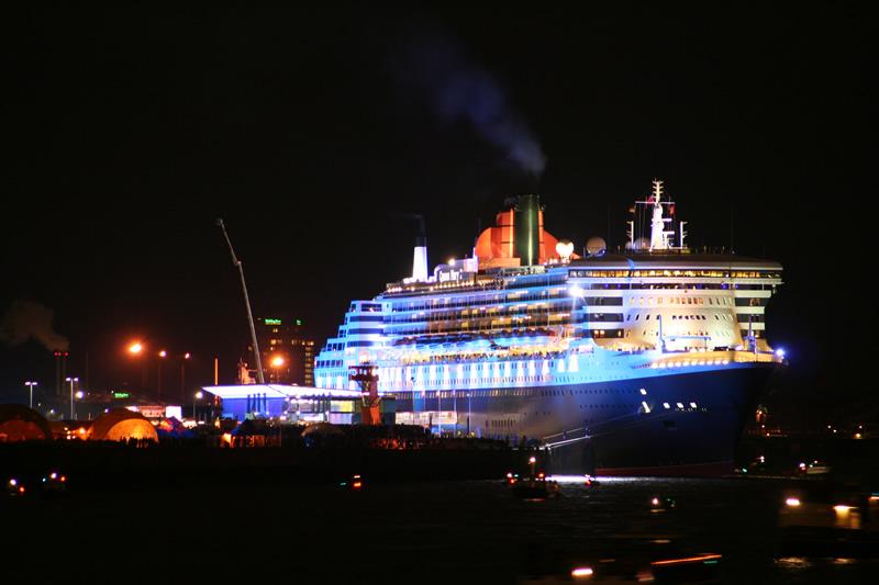 Queen Mary 2 - kurz vor dem Feuerwerk...