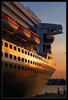 Queen Mary 2 @ Sundown