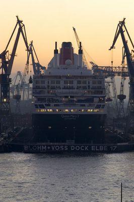 Queen Mary 2 zur Schönheitskur in Hamburg