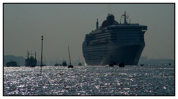 """""""QUEEN MARY2"""" (4)"""