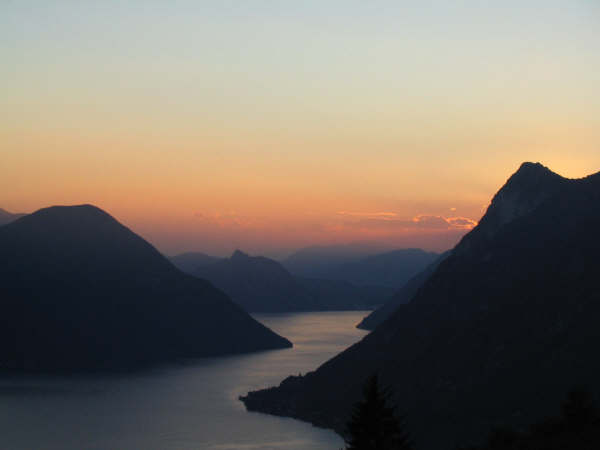 """""""Quel ramo del lago di Como..tra due catene non interrotte di monti.."""" Promessi Sposi"""