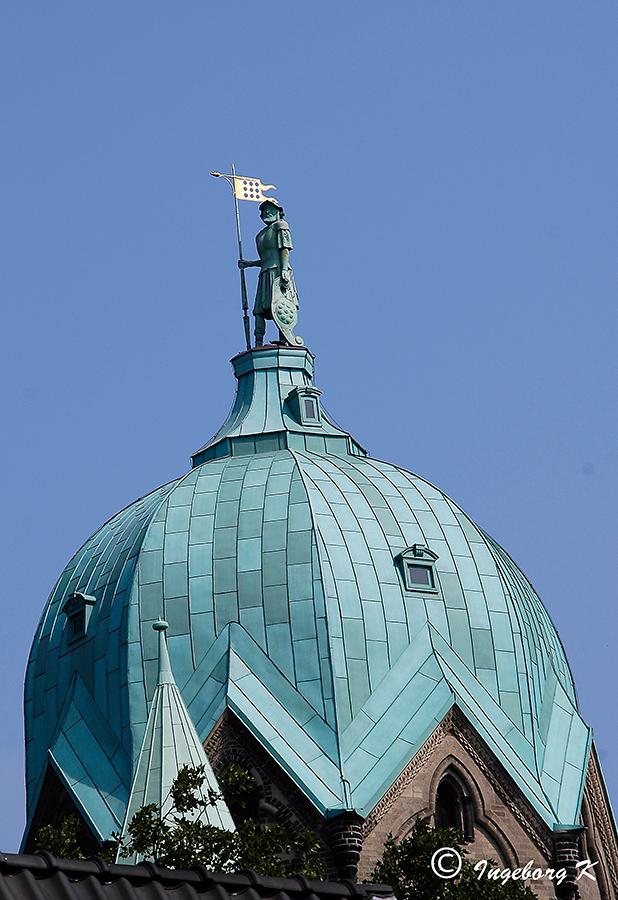 Quirinus-Münster - Westturm mit dem Standbild des Quirinus