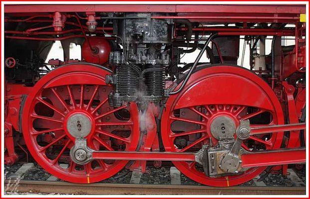 Rad mit Dampfdruckzylinder der Lok 41 1144