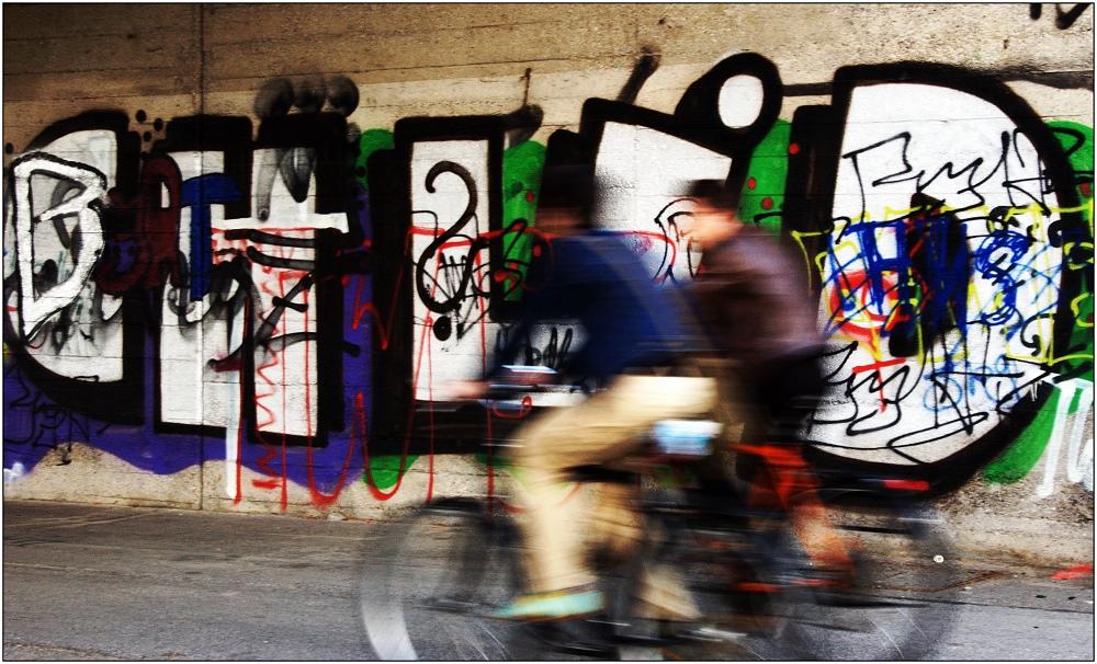 ... Radeln in der Graffiti-Zone ...