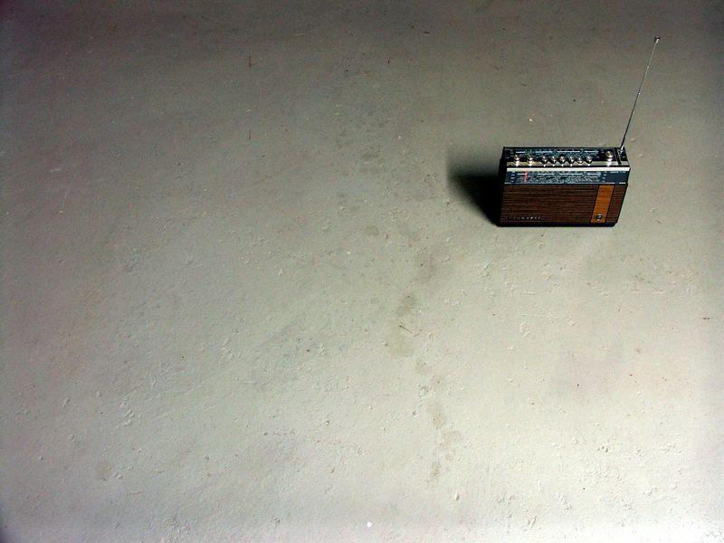 Radiogerät auf dem Boden