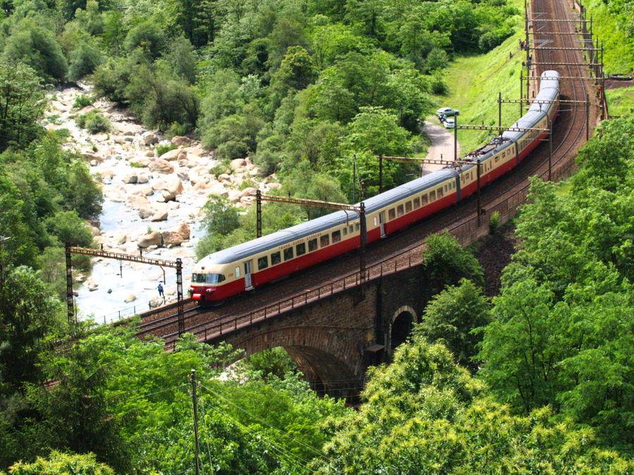 RAe TEE II Gottardo à la sortie du dernier tunnel de Biaschina