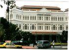 Raffles-Hotel nebenan