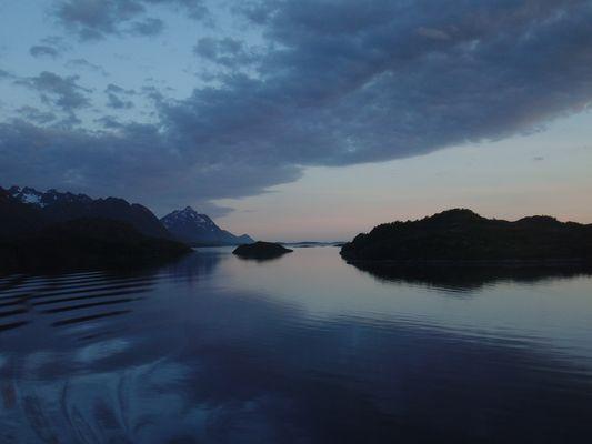 Raftsund (Norwegen) bei Nacht