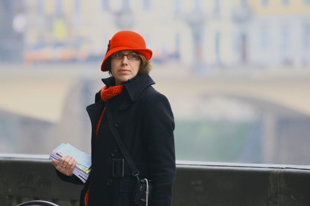 Ragazza dal cappello rosso