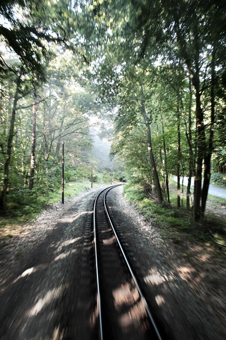 – railroad tracks –