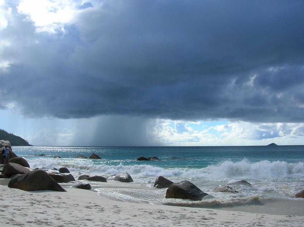 Rain in Anse Lazio