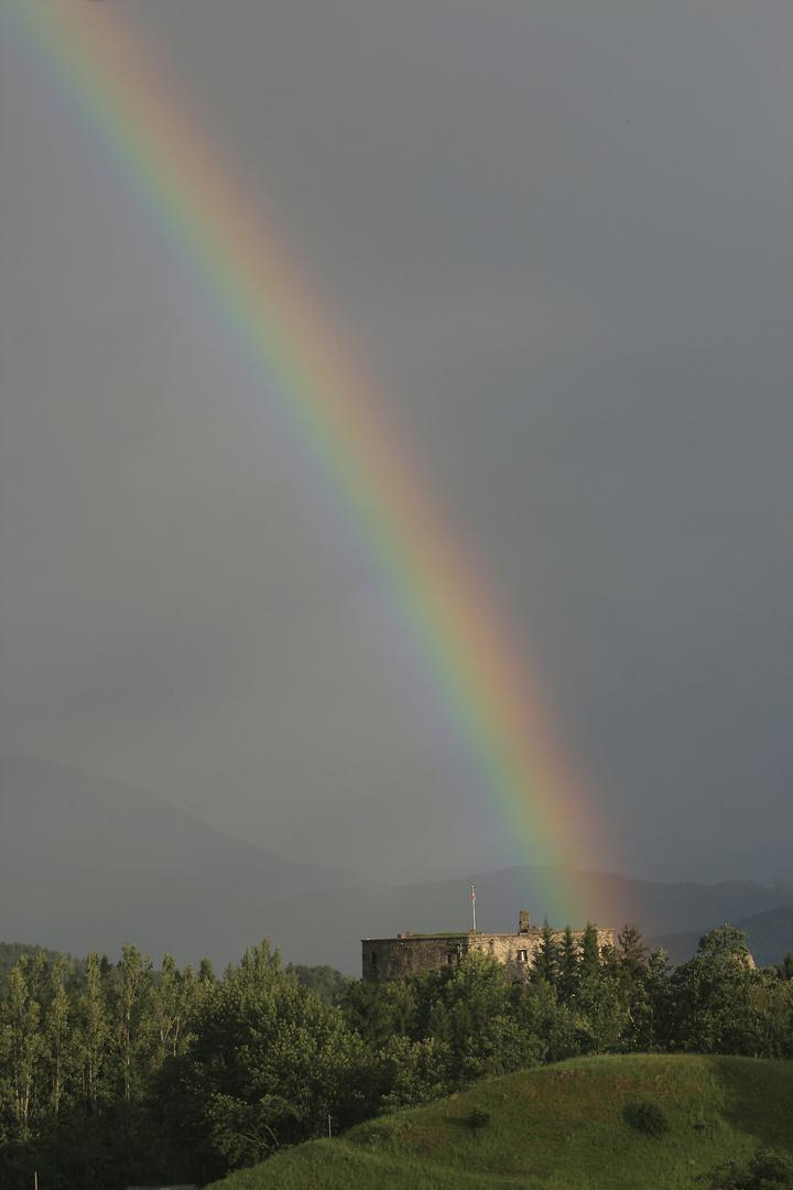 rainbow above sommeregg castle