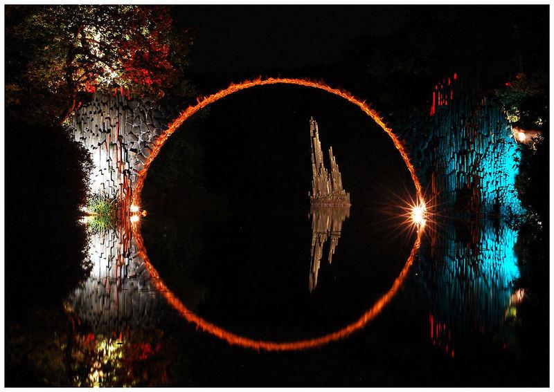 Rakotzbrücke illuminiert