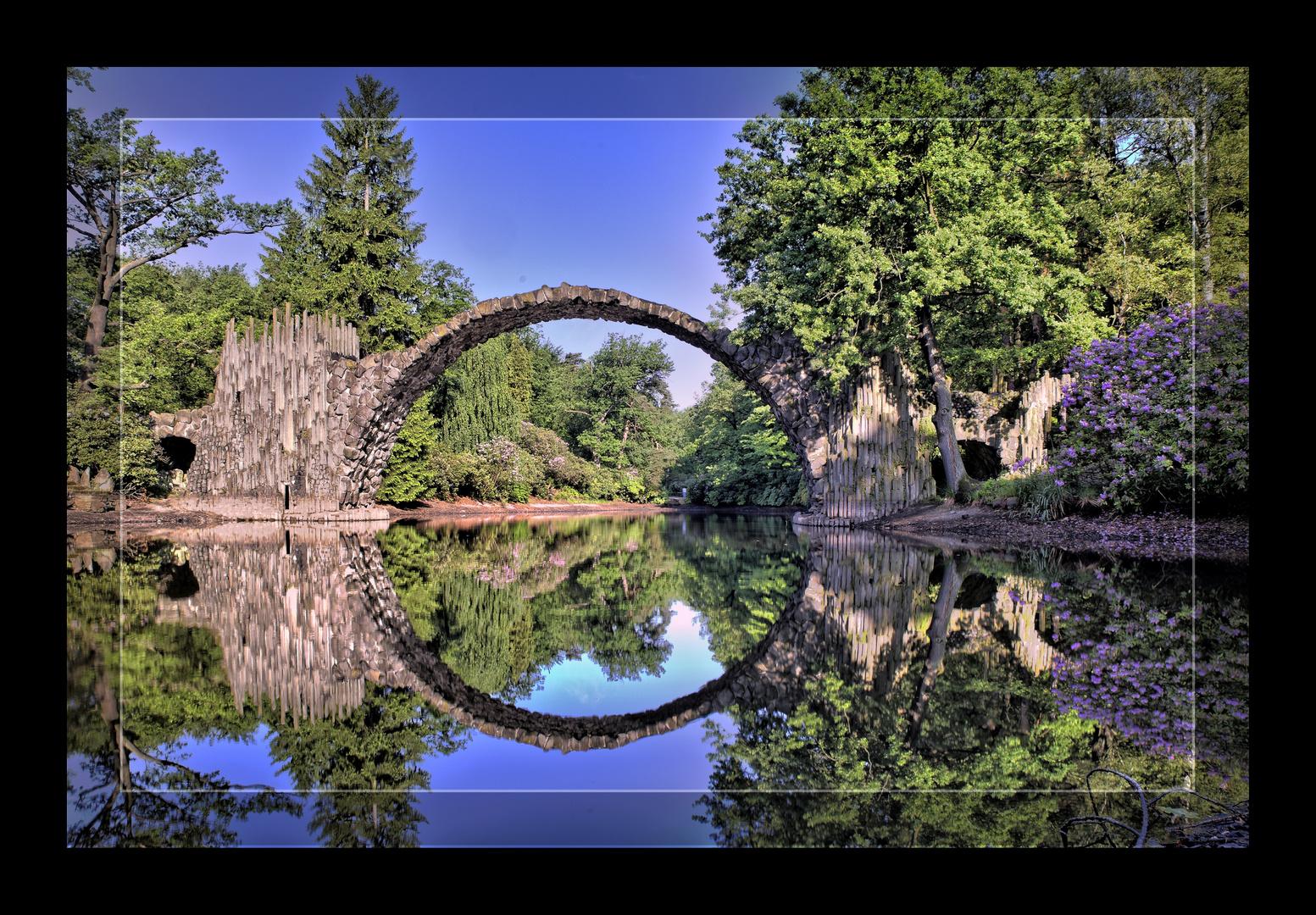 Rakotzbrücke , See in Kromlau bei Bad Muskau
