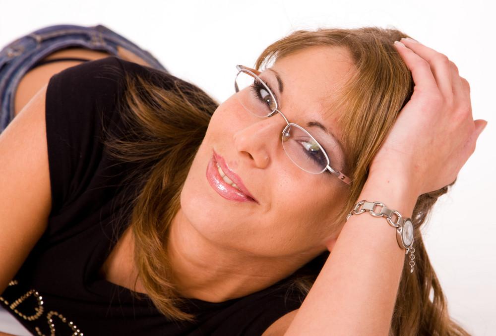 Ramona liegendes Portrait