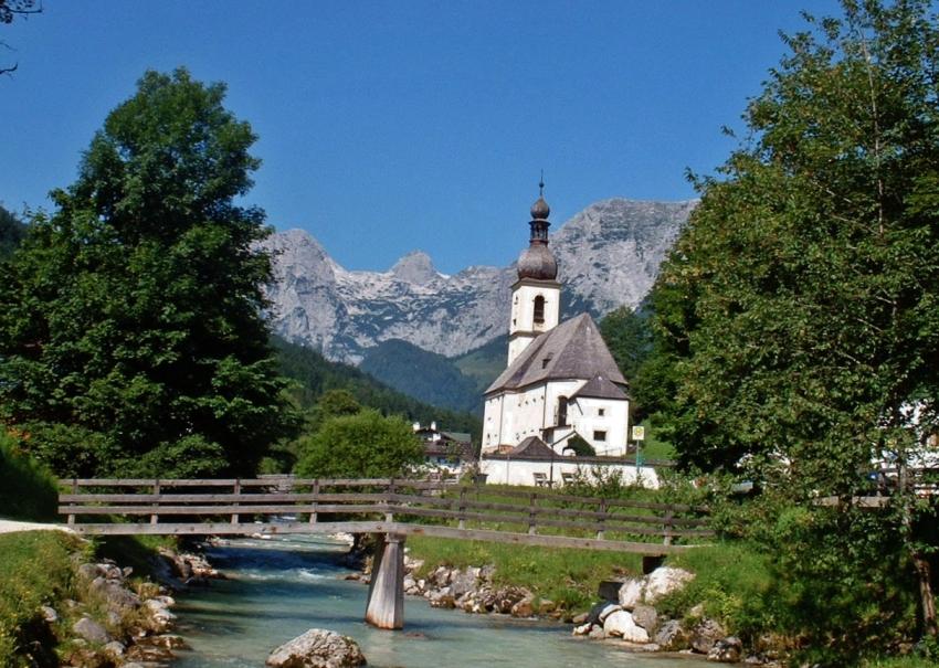 Ramsauer Pfarrkirche gegen Reiteralpe