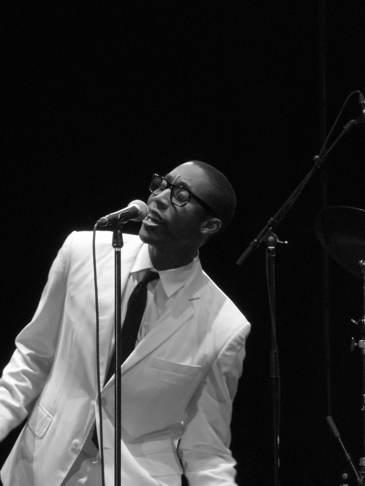 raphael saadiq live at cognac 2009