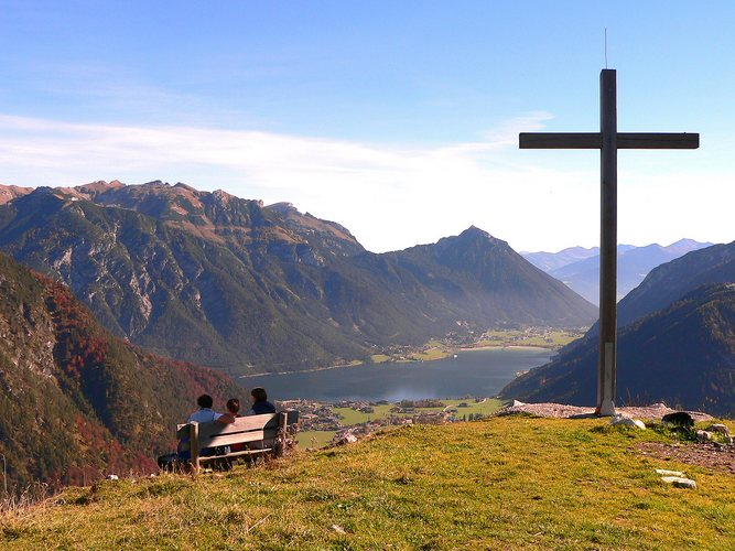 Rast beim Gipfelkreuz