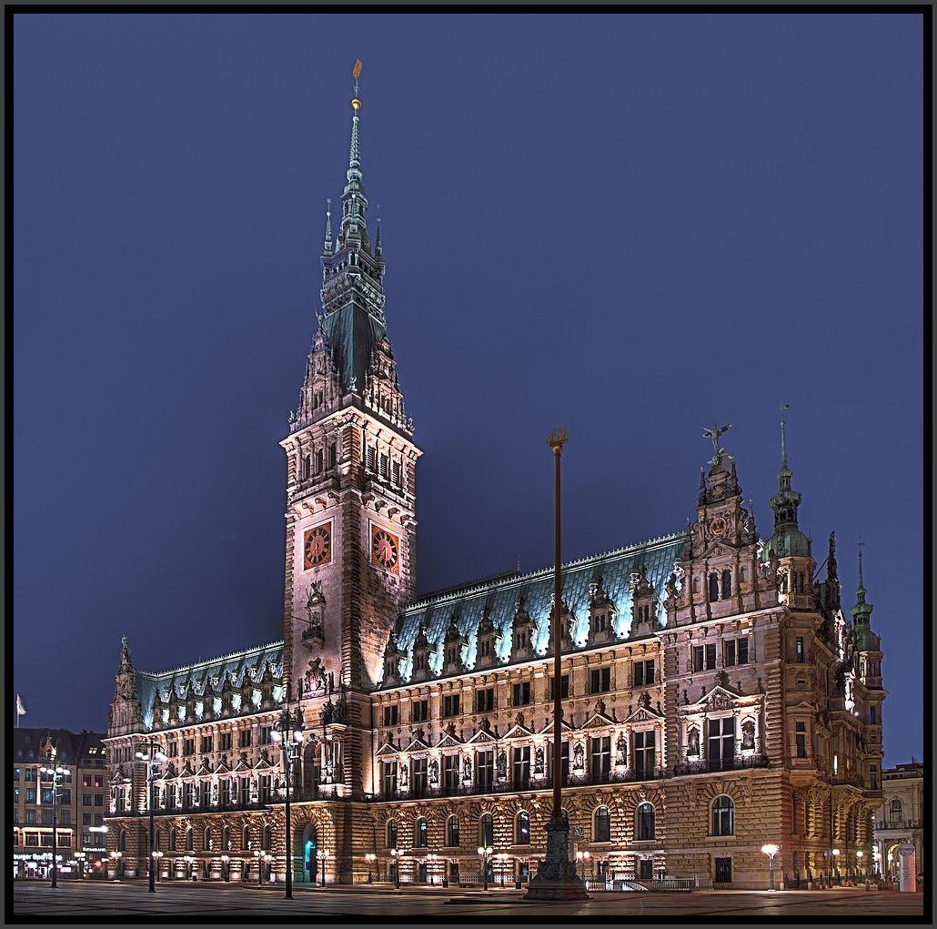 * Rathaus *