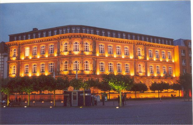 """Rathaus Düsseldorf zur """"blauen Stunde"""""""