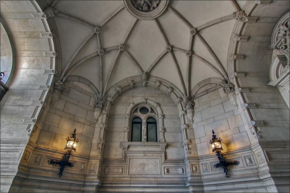 * Rathaus-Eingang *
