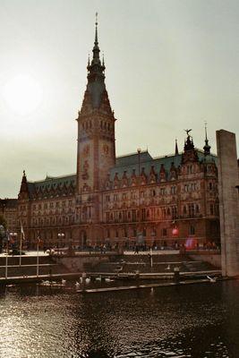 Rathaus Hamburg im Sonnenschein