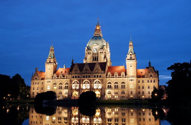 Rathaus Hannover bei Dämmerung