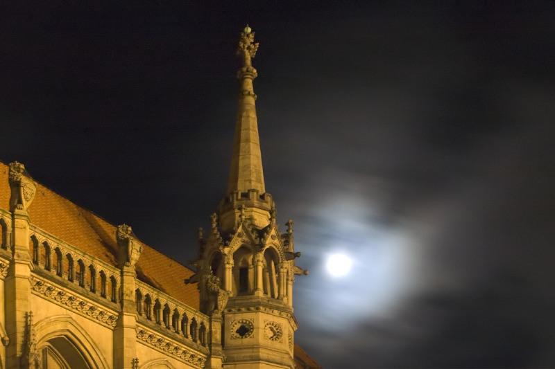 Rathaus im Mondschein