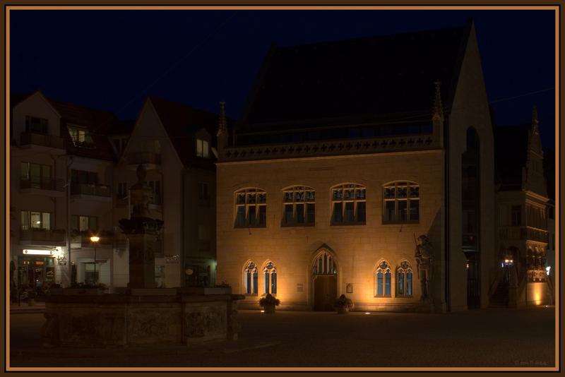 Rathaus mit Brunnen (reload)