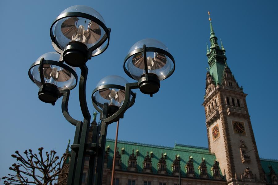 Rathaus mit Lampe