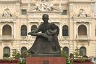 Rathaus Saigon mit Ho-Chi-Minh Statue