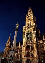 """Rathaus-Turm mit """"Patrona Bavariae"""""""