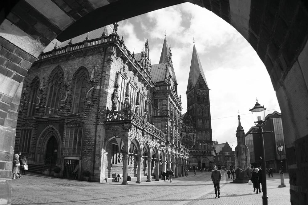 Rathaus und Dom - aus niedriger Perspektive