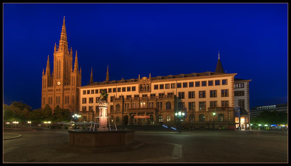 rathaus und marktkirche in wiesbaden foto bild architektur architektur bei nacht motive. Black Bedroom Furniture Sets. Home Design Ideas