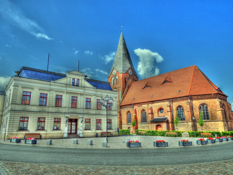 Rathaus und Pfarrkirche St.Johannes in 17154 Neukalen