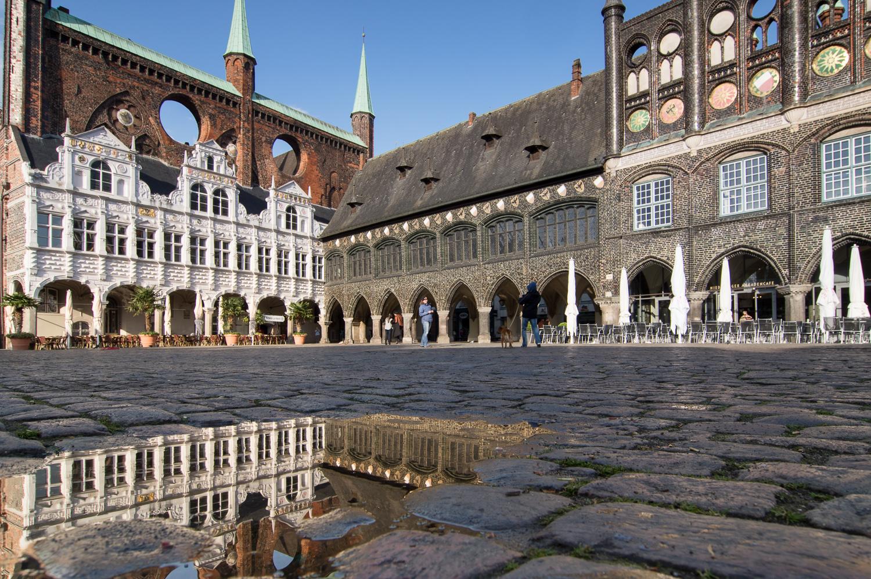 Rathausmarkt nach Regenguss