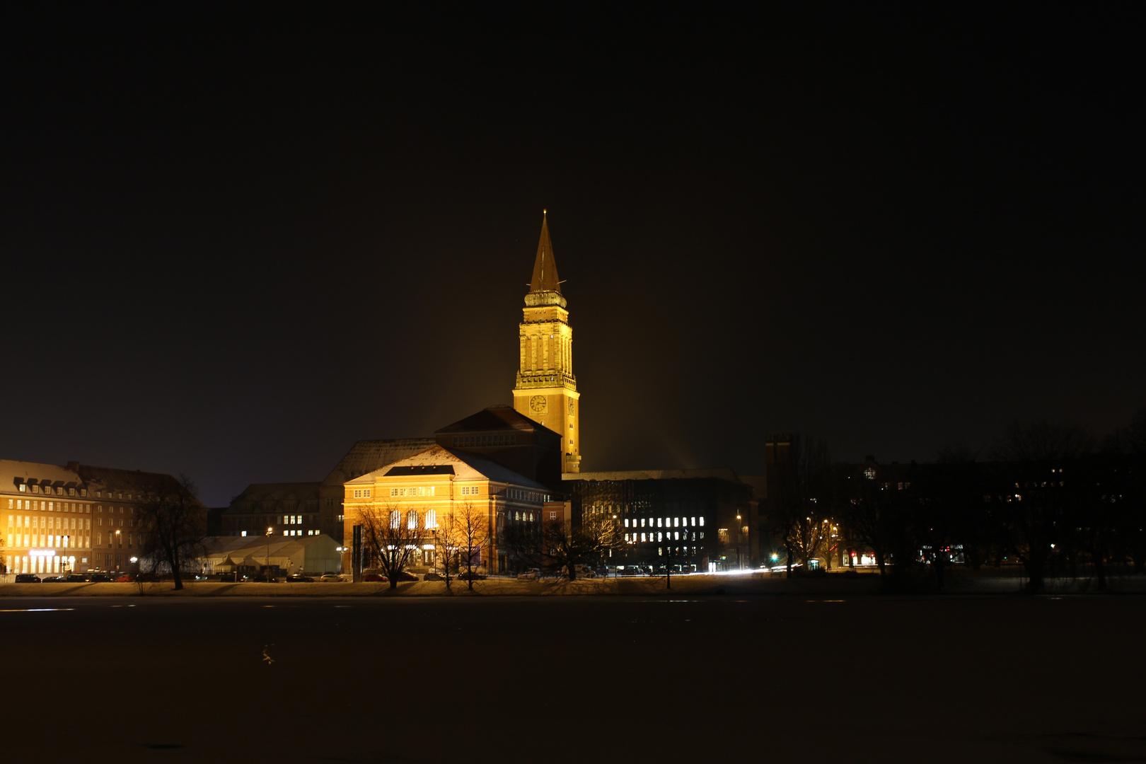 Rathausturm bei nacht