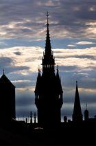 Rathausturm im gegenlicht
