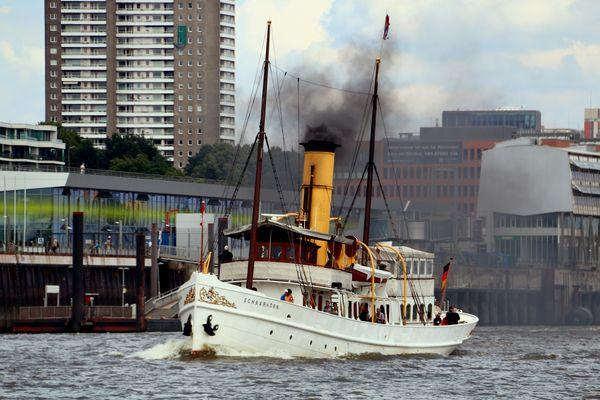 Rauch über der Elbe