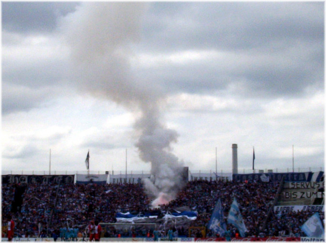 Rauchbombe im Grünwalderstadion