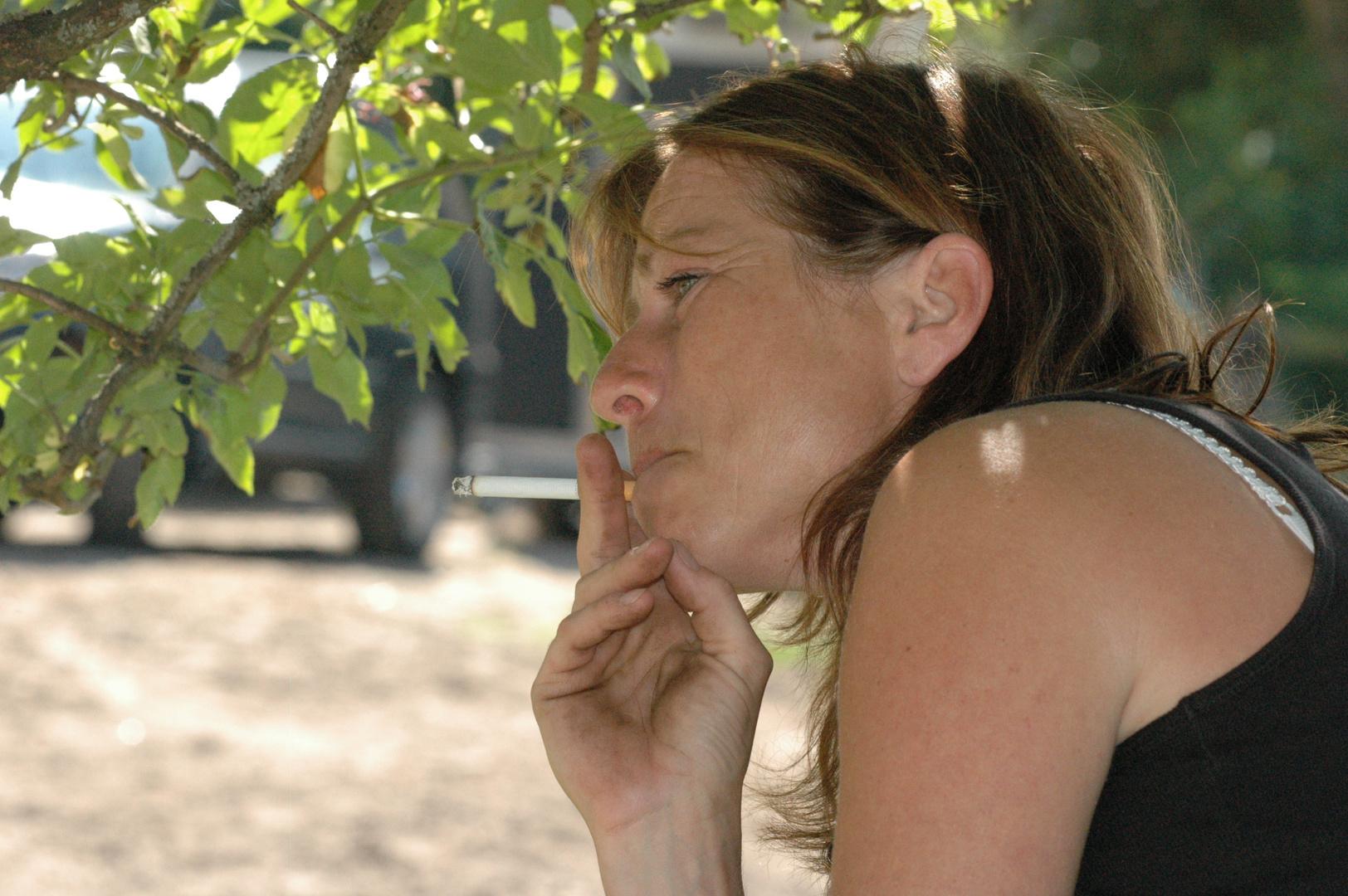 Rauchen im Schatten