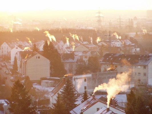 Rauchende Schlote über Darmstadt