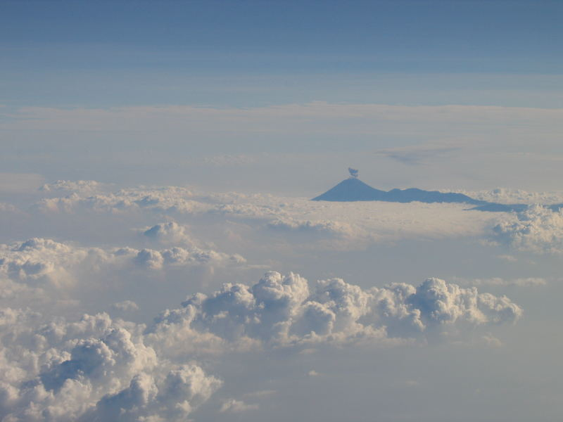 rauchender Vulkan
