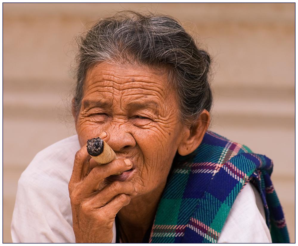 Raucherin in Farbe