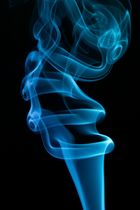Rauchsäule in blau