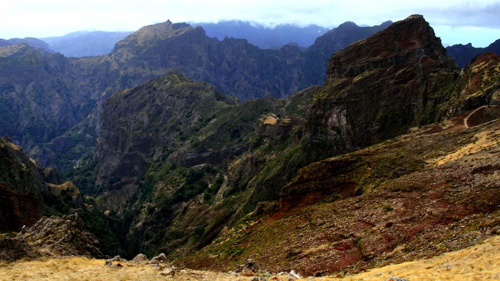 rauhe Gebirgslandschaft auf Madeira