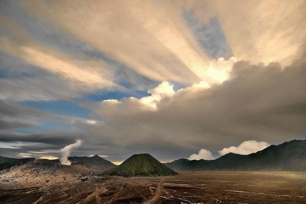 Ray Of Light at Vulkan Bromo