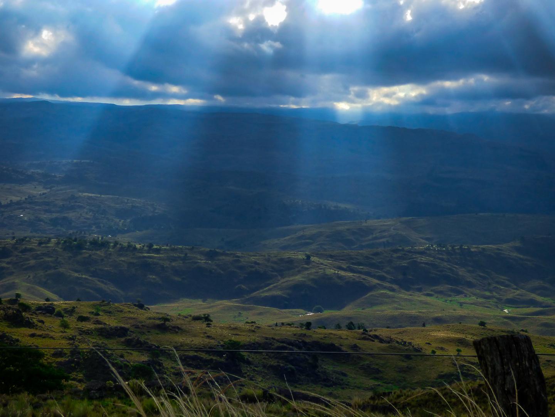 Rayos de sol sobre el valle