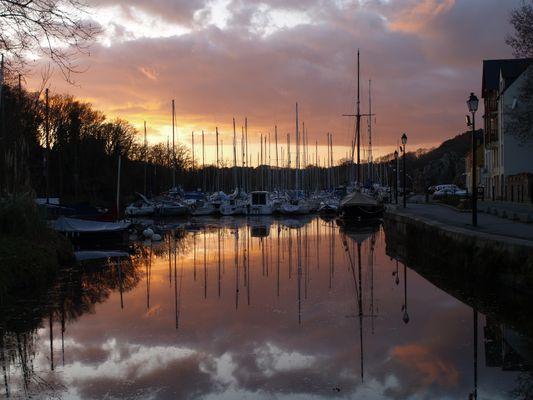 Re coucher de soleil sur le port