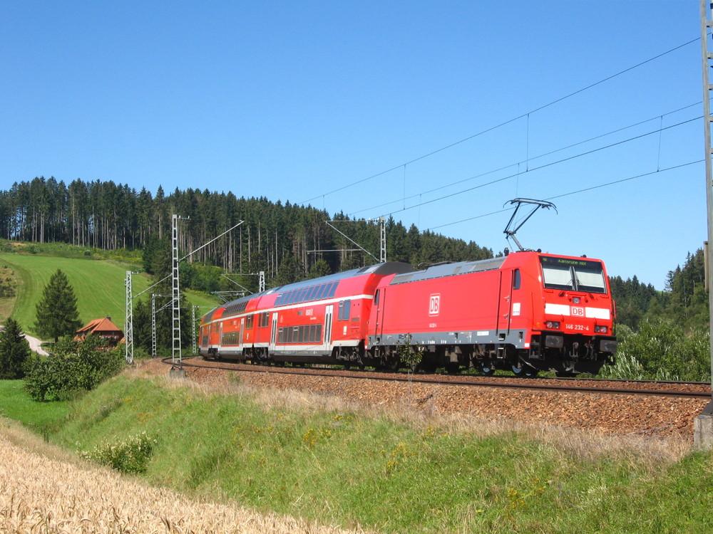 RE4708 mit 146 232-4 im Schwarzwald 5.8.07